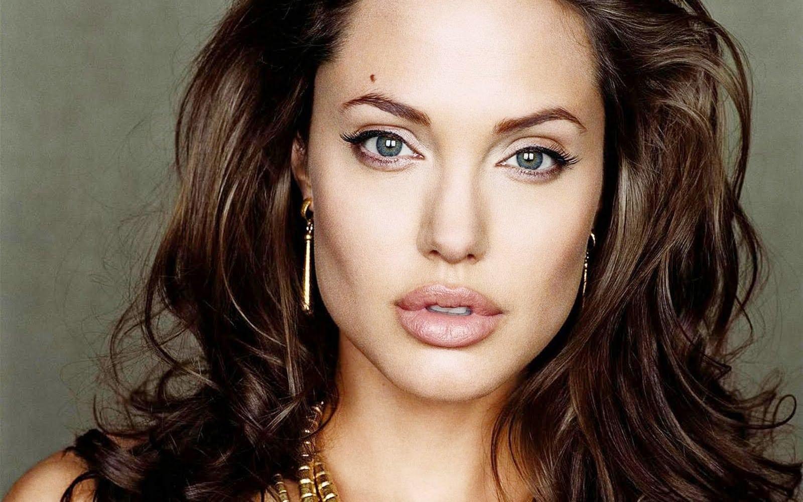 Angelina Jolie sofre acidente de carro em Los Angeles
