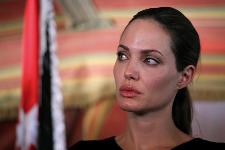 Hackers vazam e-mail de dirigente da Sony xingando Angelina Jolie