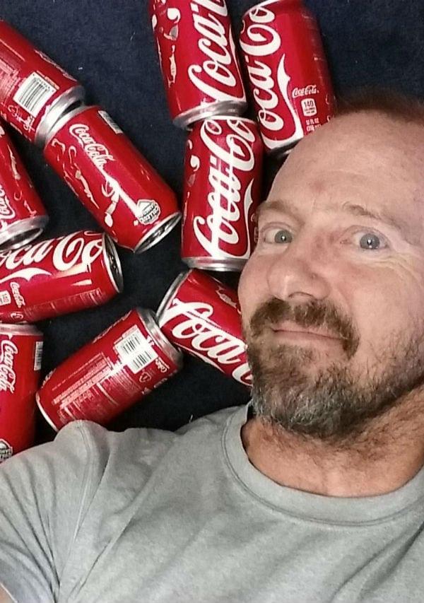 Britânico passa um mês bebendo apenas Coca-Cola. Veja o que aconteceu!