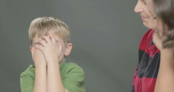 A reação de crianças que descobrem como são feitos os bebês [vídeo]