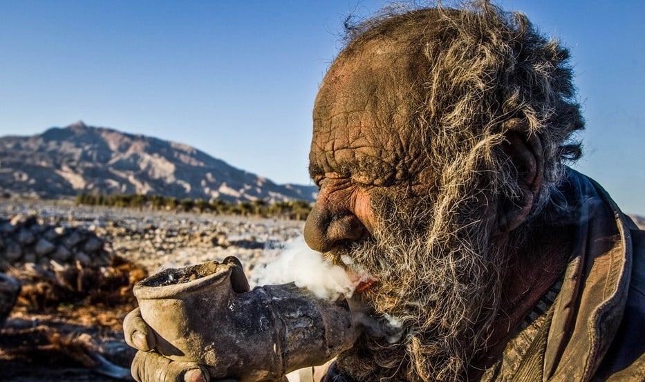 Conheça o homem que não toma banho há mais de 60 anos