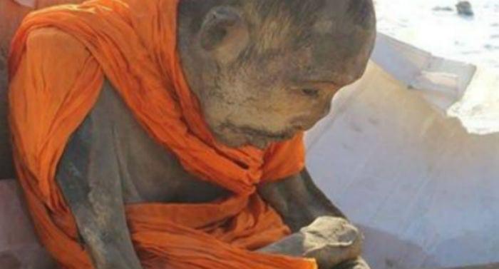 Monge mumificado há mais de 200 anos não está morto, dizem budistas