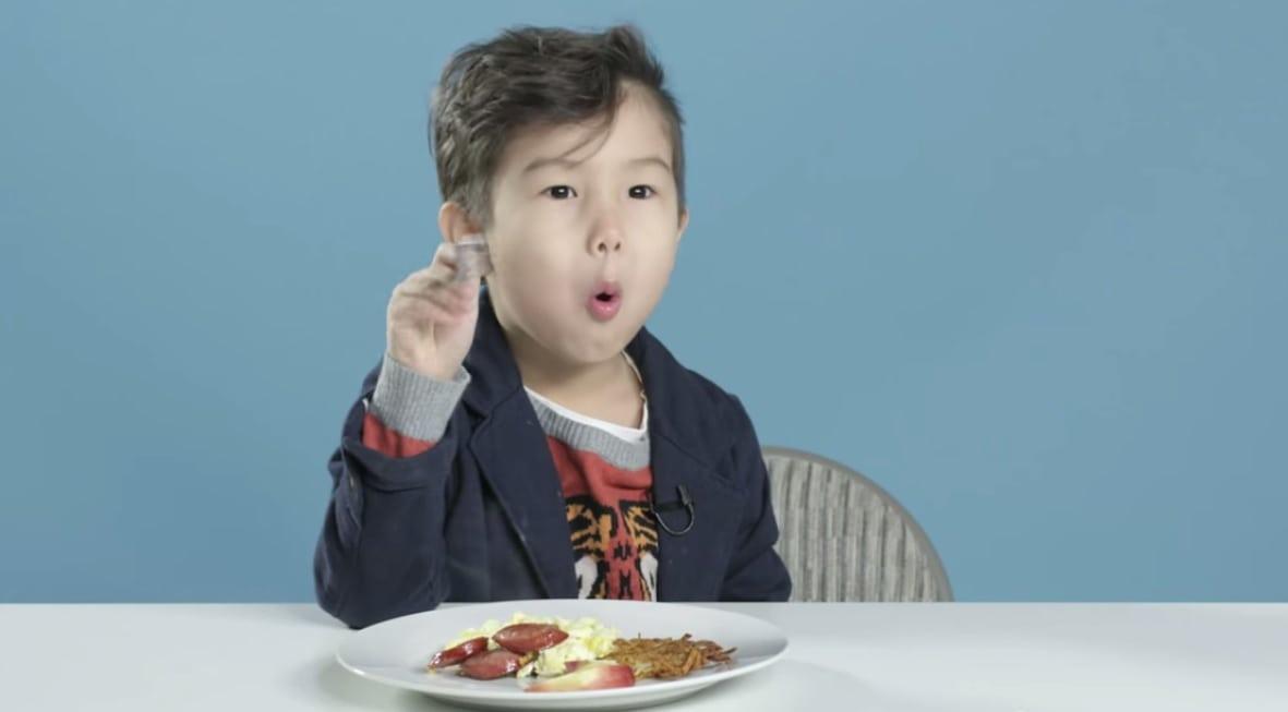 A reação de crianças americanas provando o café de manhã de outros países