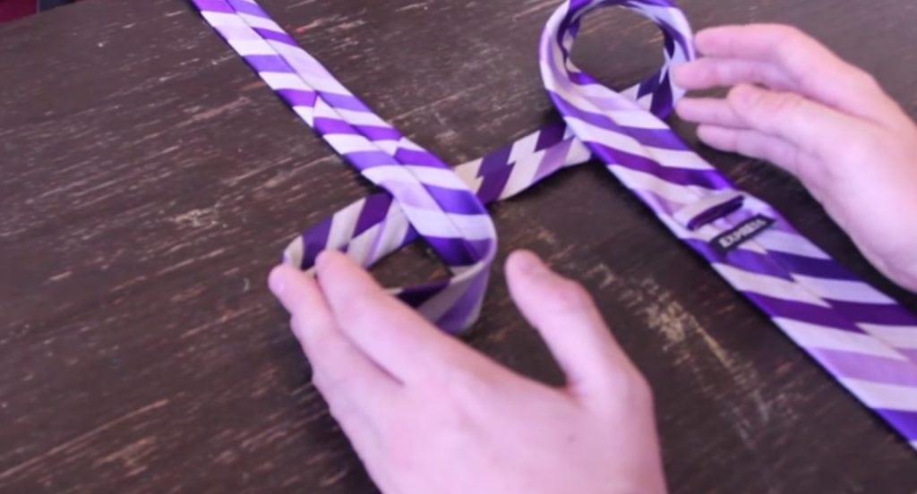 A forma mais fácil e rápida da vida de fazer um nó em gravatas
