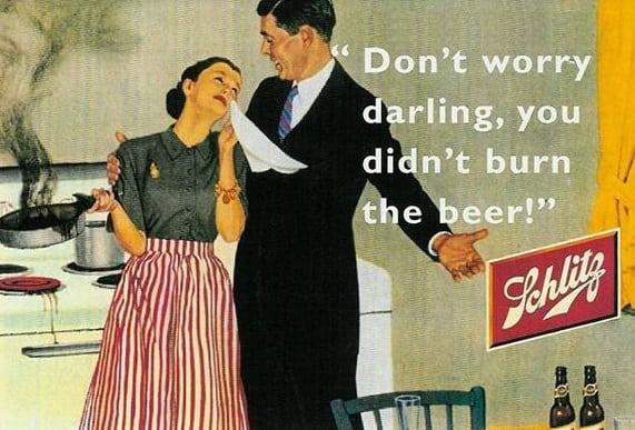 """A mulher queimou o jantar e o homem a consola: """"Não se preocupe, querida, você não queimou a cerveja"""""""