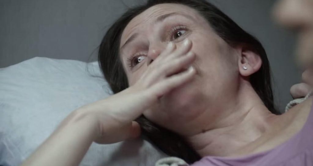 Veja a reação de bebês quando grávidas comem chocolate [Vídeo]