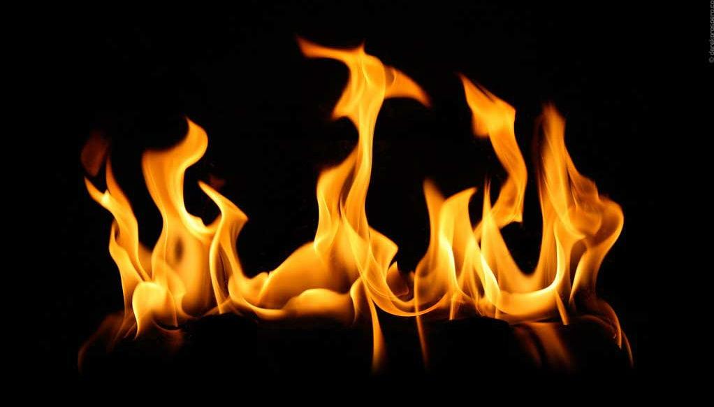 Como fazer fogo usando uma pilha