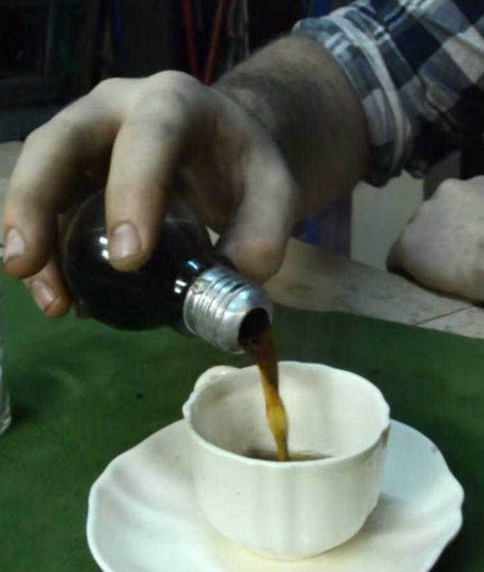 Aprenda a fazer uma incrível cafeteira de lâmpadas