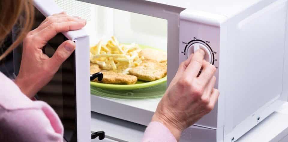 Micro-ondas: 18 itens para não colocar no micro-ondas da sua casa