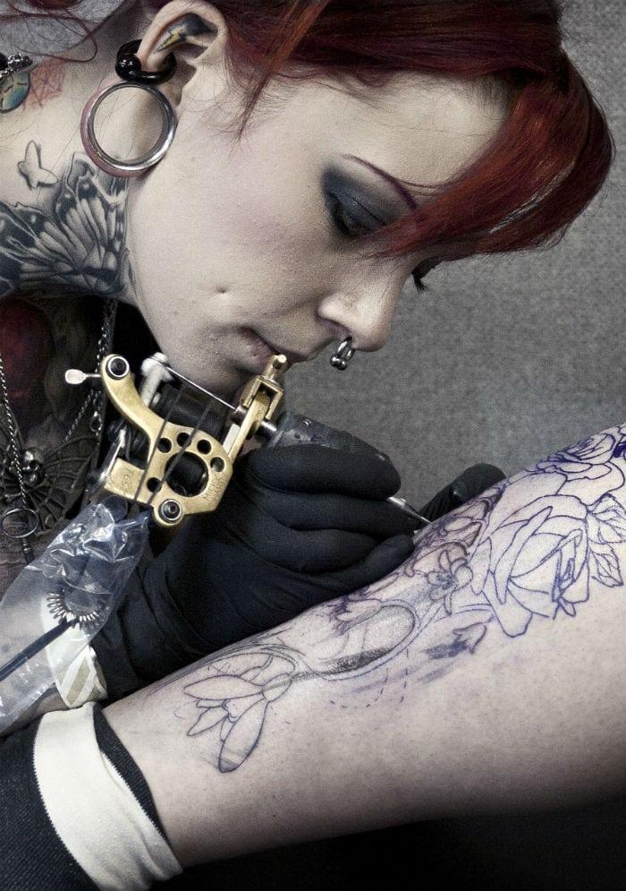 Onde mais dói para tatuar? Veja o guia da tatuagem