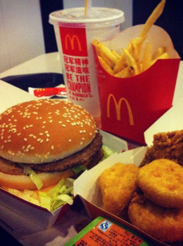 Fast food: quanto são 2 mil calorias?