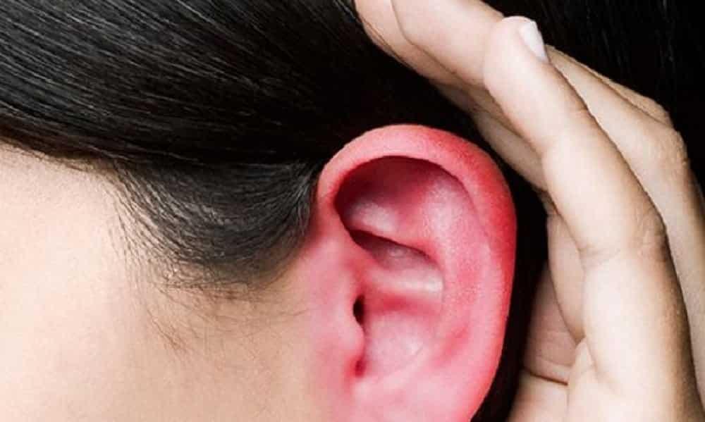 Por que, às vezes, ficamos com a orelha vermelha e quente?
