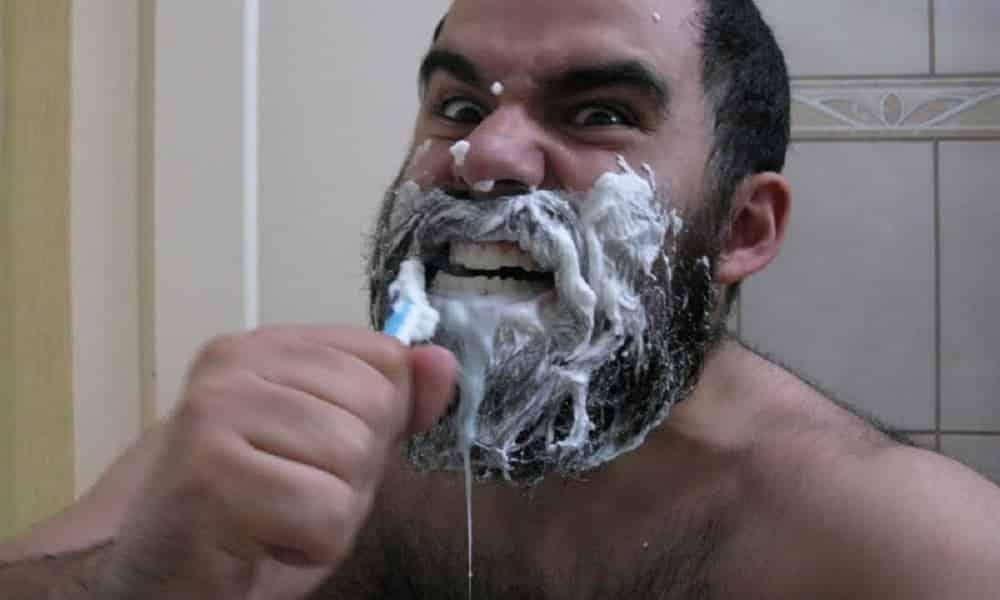 15 formas incomuns de usar a escova de dente