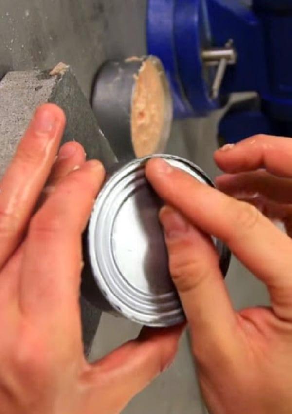Descubra como abrir latas sem abridor ou outras ferramentas