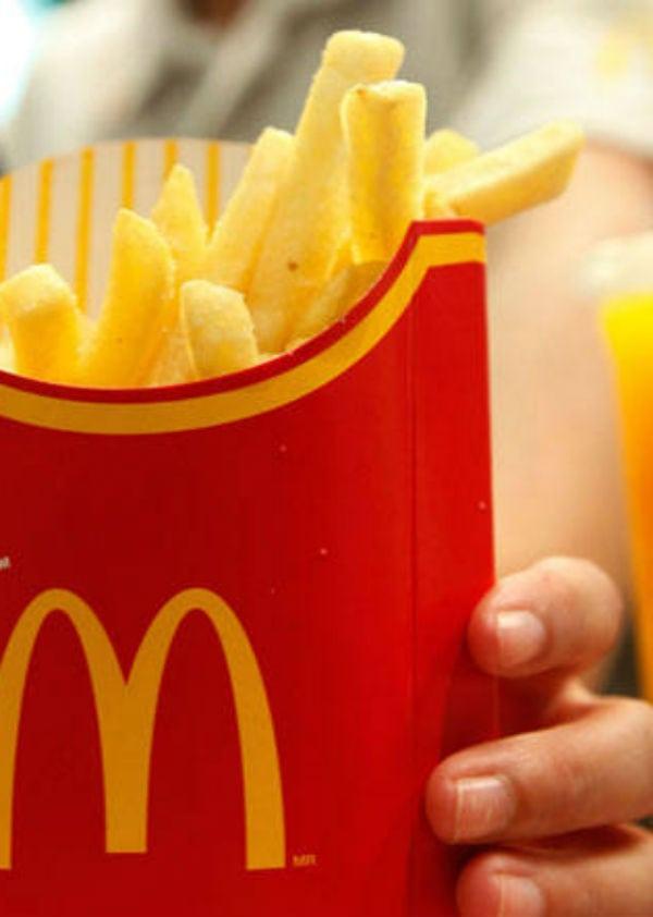 Conheça a atendente do McDonald's mais bonita do mundo