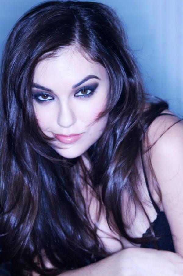 Como ficam as atrizes dos filmes adultos sem maquiagem?