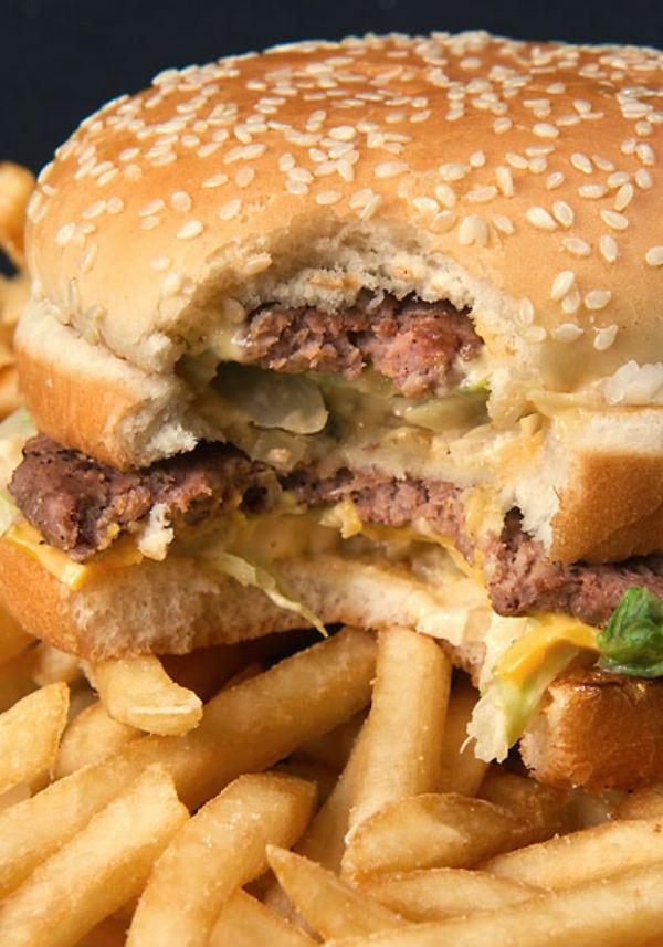 O que um Big Mac faz com seu corpo depois de 1 hora