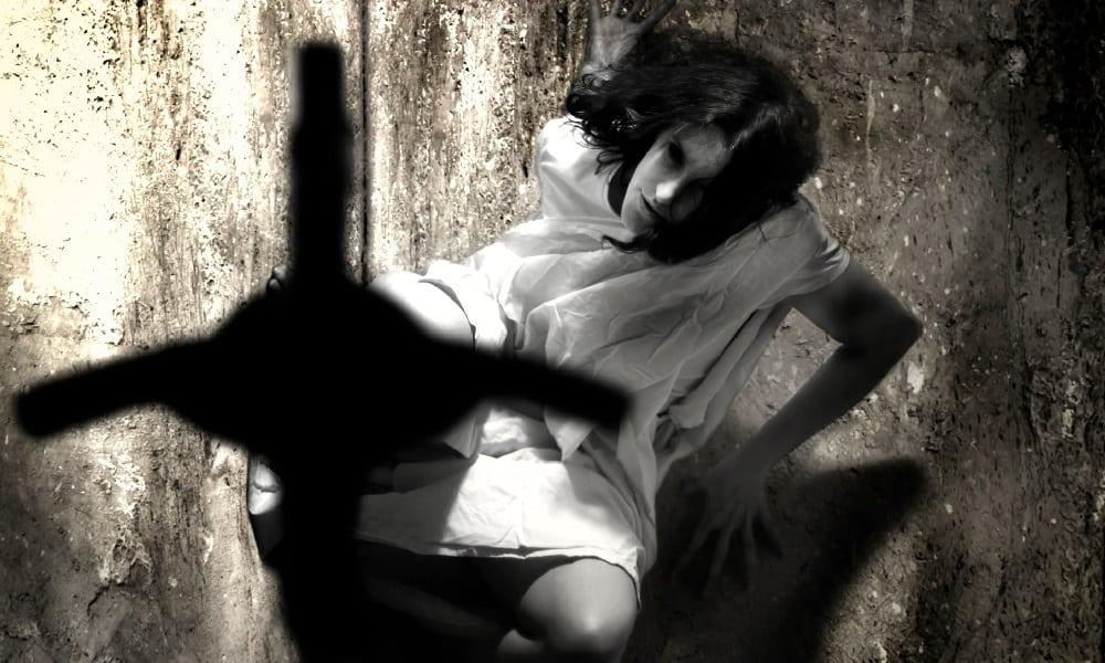 15 sinais mais comuns de possessão demoníaca