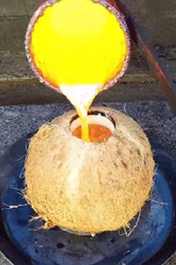 O que acontece se colocar cobre derretido no coco?
