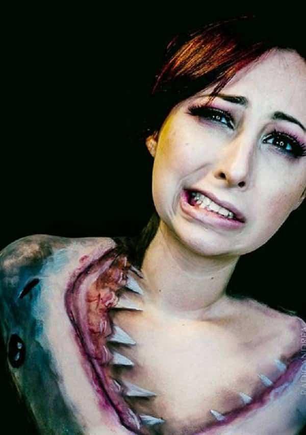 O que ela faz usando apenas maquiagem é incrível! Veja