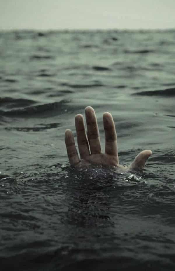Se você estiver se afogando em alto-mar, faça isto