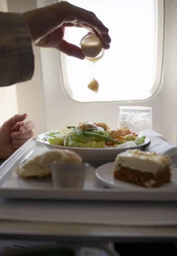 Comida de avião: classe econômica x classe executiva