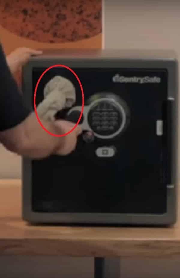 Como abrir cofre em 5 segundos, com um ímã