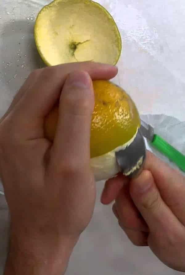 Como descascar laranja usando apenas uma colher