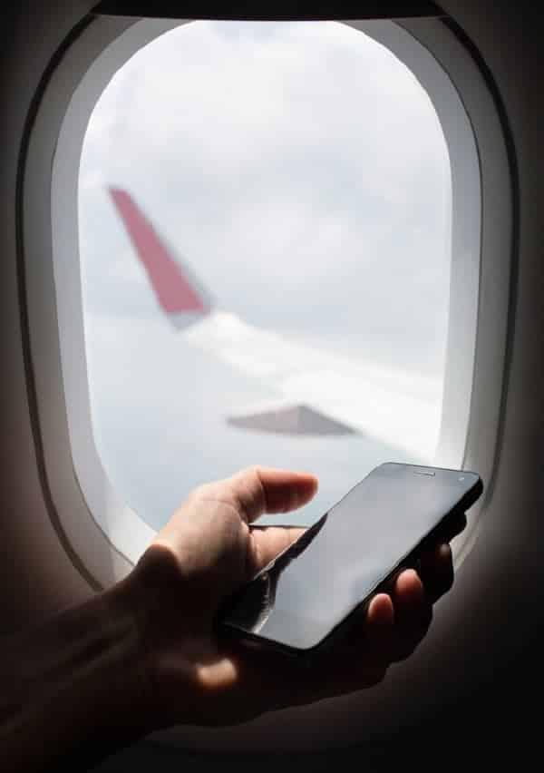 O que acontece se você não deixar o celular em modo avião no voo?