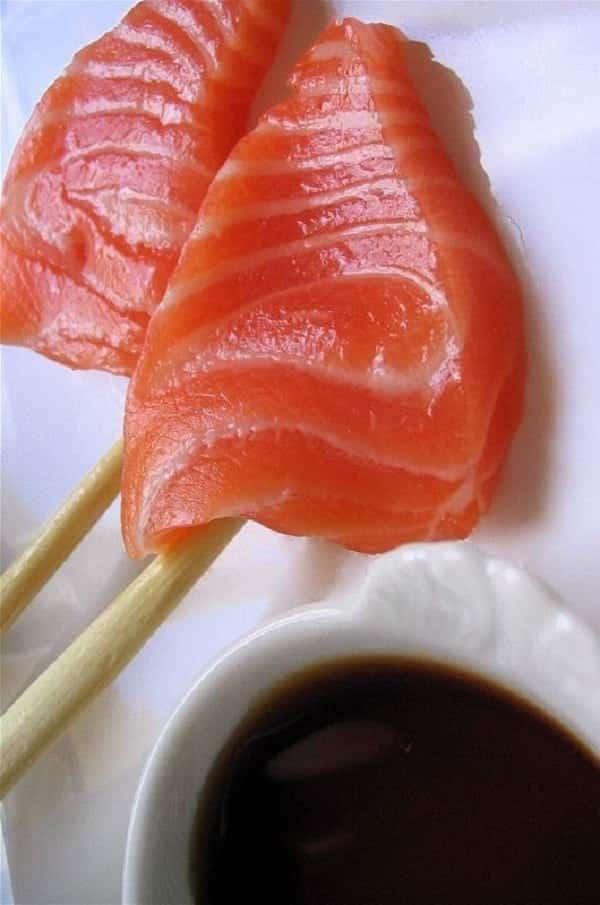 O salmão que você come pode estar envenenando você!