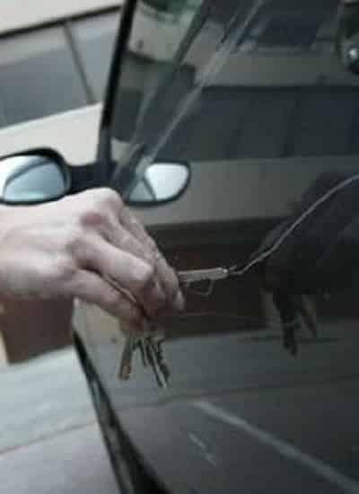 Como tirar arranhões na lataria do carro em casa