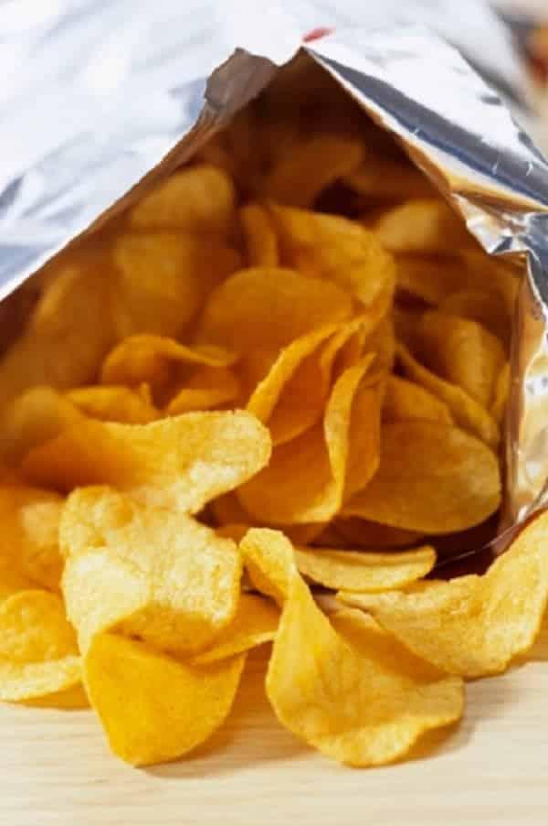 Como escutar a conversa alheia com um saco de batata chips