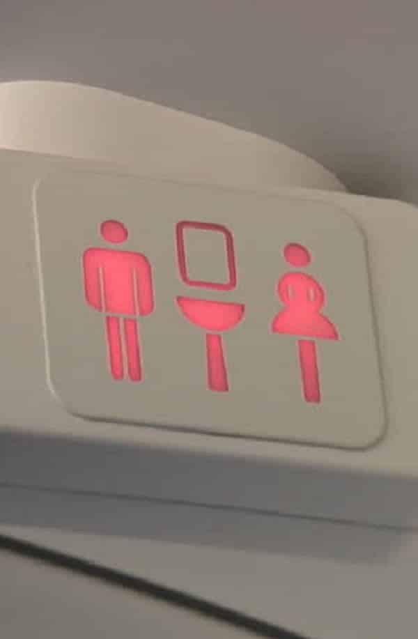 """Para onde vai a """" sujeira"""" dos banheiros dos aviões?"""