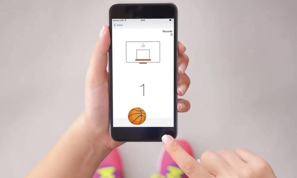 Existe um jogo de basquete escondido em seu chat do Facebook