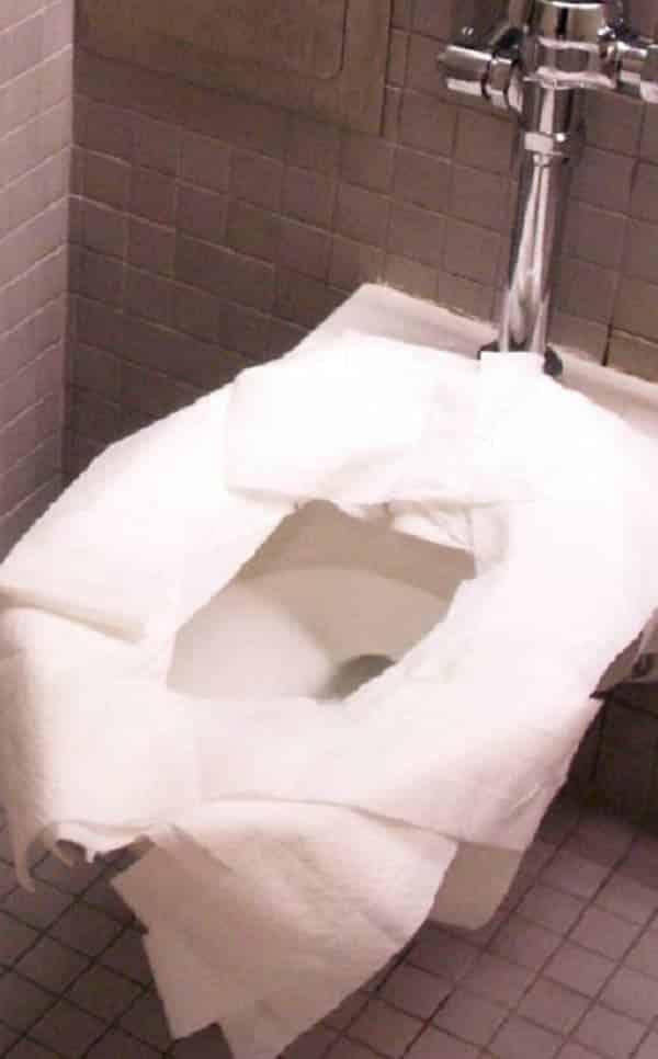 Não adianta nada forrar o vaso com papel higiênico, segundo a Ciência