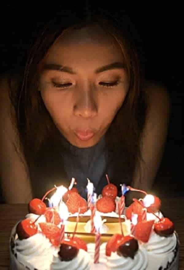 Por que temos o costume de assoprar velas de aniversário?