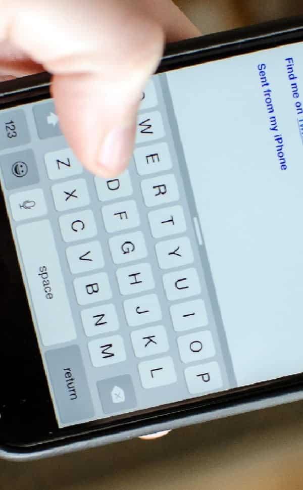 Conheça o teclado escondido no iPhone para digitar com uma só mão