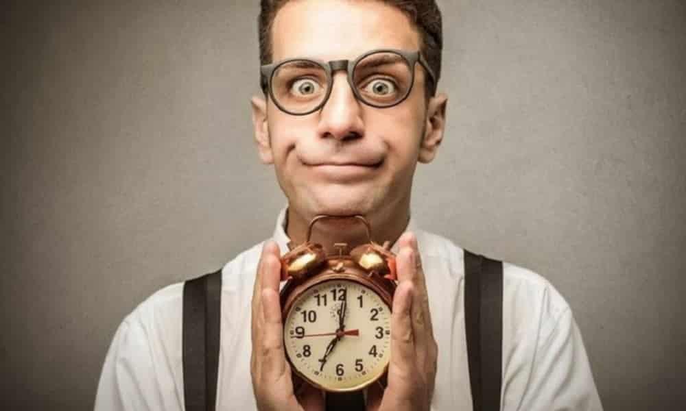Descubra por que é tão difícil ser pontual, segundo a Ciência