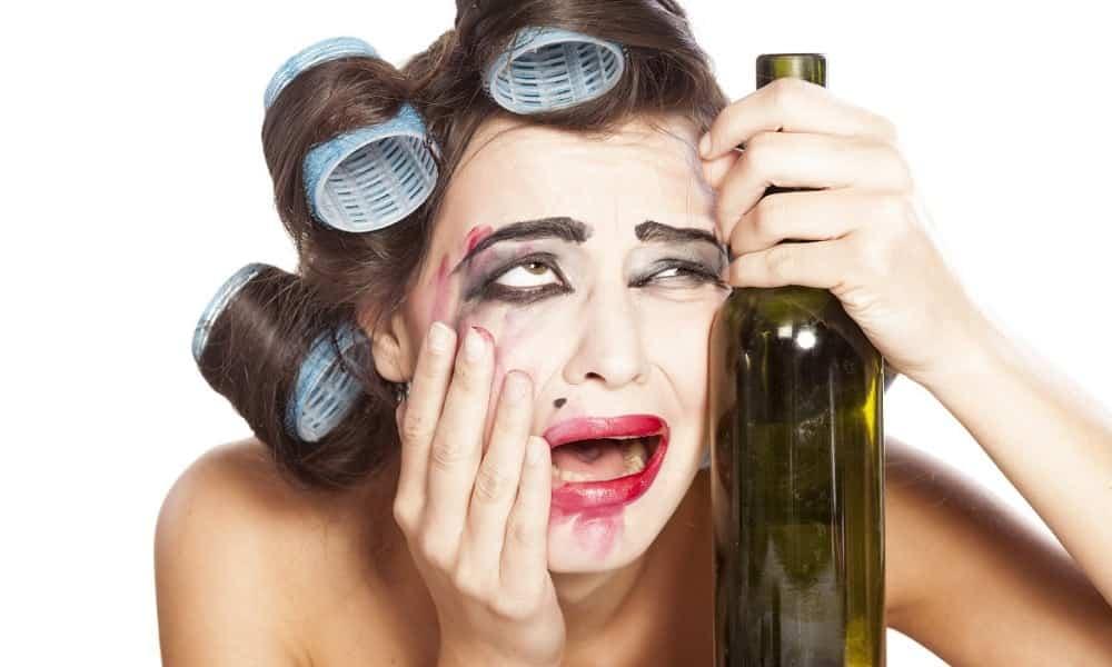 Como o álcool afeta a aparência das pessoas?