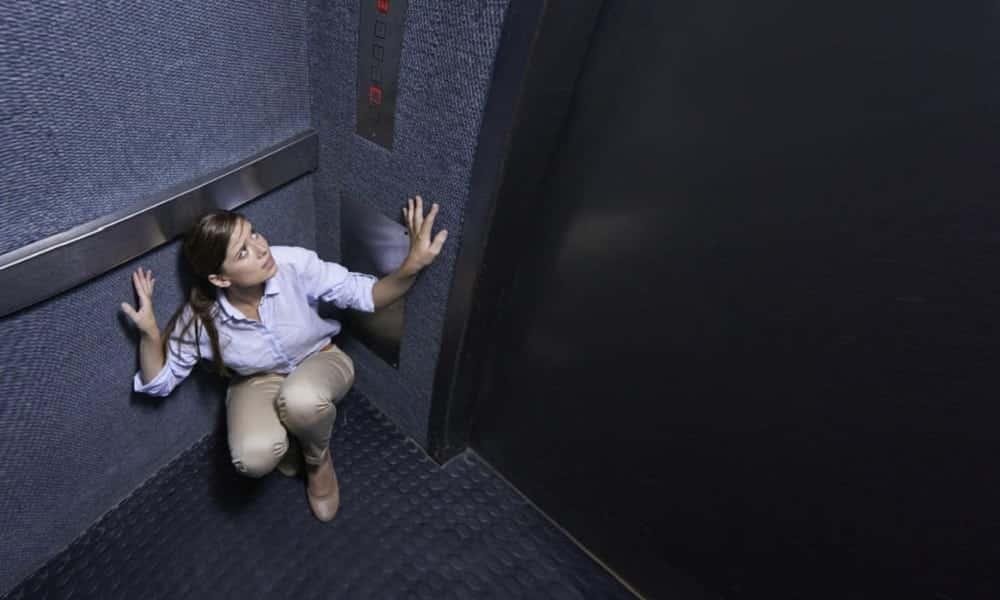 Como sobreviver a uma queda de elevador