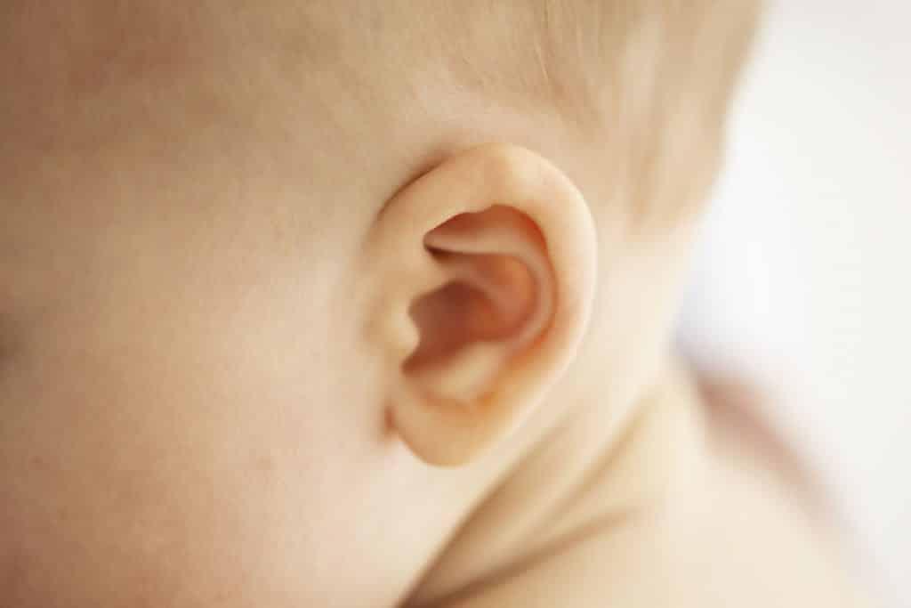 É verdade que a nossa orelha nunca para de crescer?