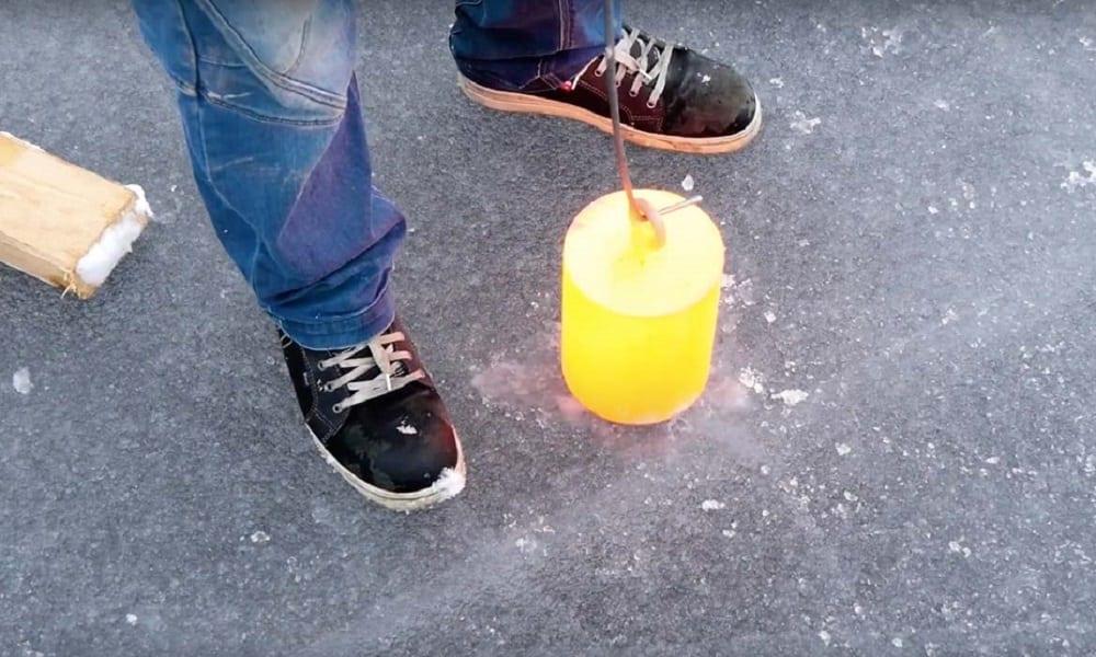 Aço quente em um lago congelado, o que será que acontece?