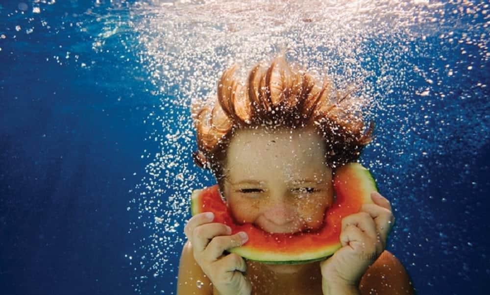 É perigoso nadar ou tomar banho depois de comer?