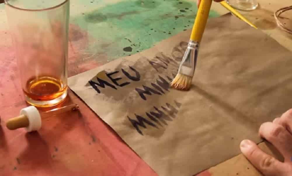 Como escrever mensagem secreta com tinta invisível
