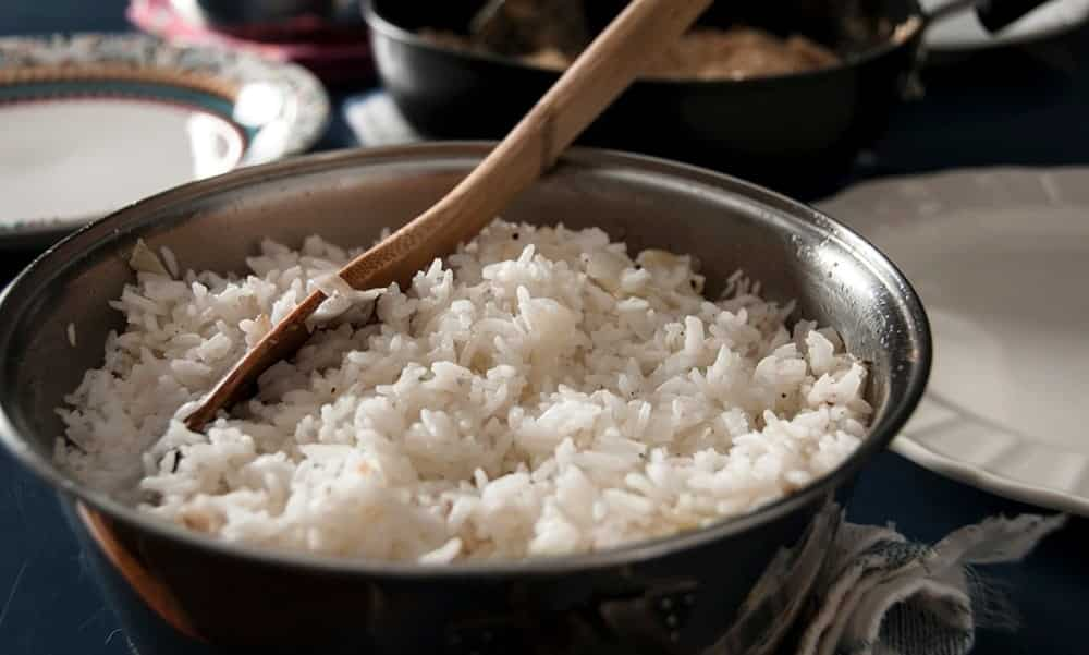 Como reduzir até 60% as calorias do arroz, de acordo com a Ciência