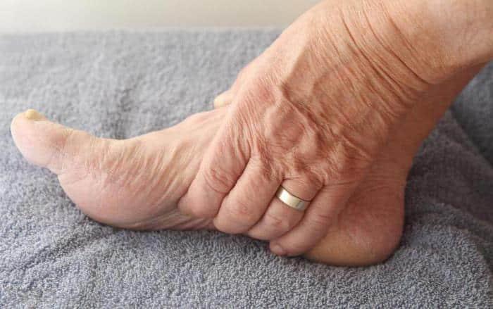 veia no pé formigamento inchado
