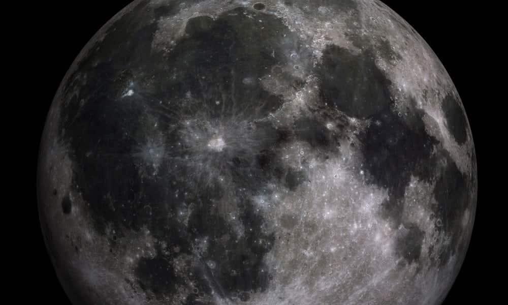 O que significam as manchas visíveis na superfície da Lua?