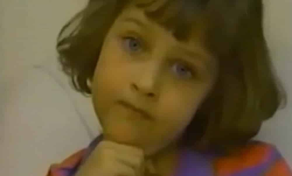Veja como ficou a menina que queria matar a família, depois de 25 anos