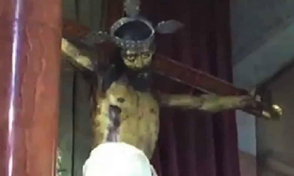 Estátua de Jesus mexe a cabeça durante missa, no México [Vídeo]