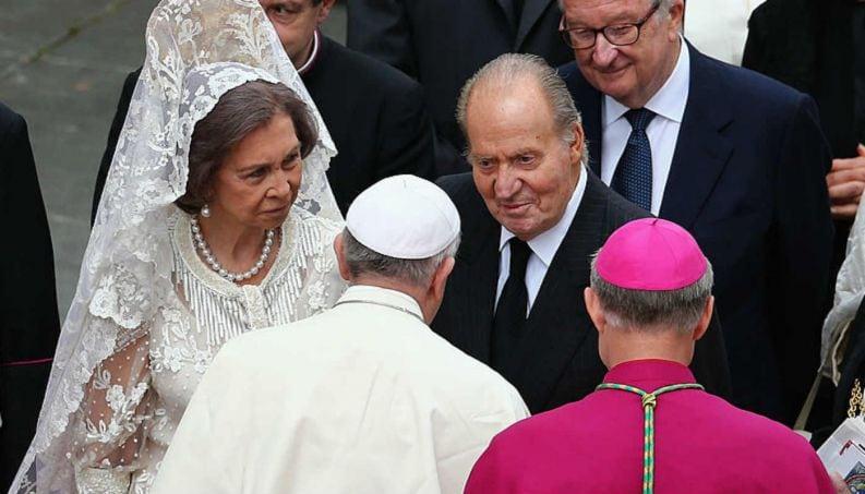 Quem são as únicas 7 mulheres do mundo que podem usar branco na frente do Papa?